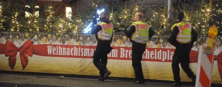 #Weihnachtsmarkt in #Berlin am #Breitscheidplatz nach verdächtigem Verhalten zweier #Syrer geräumt.